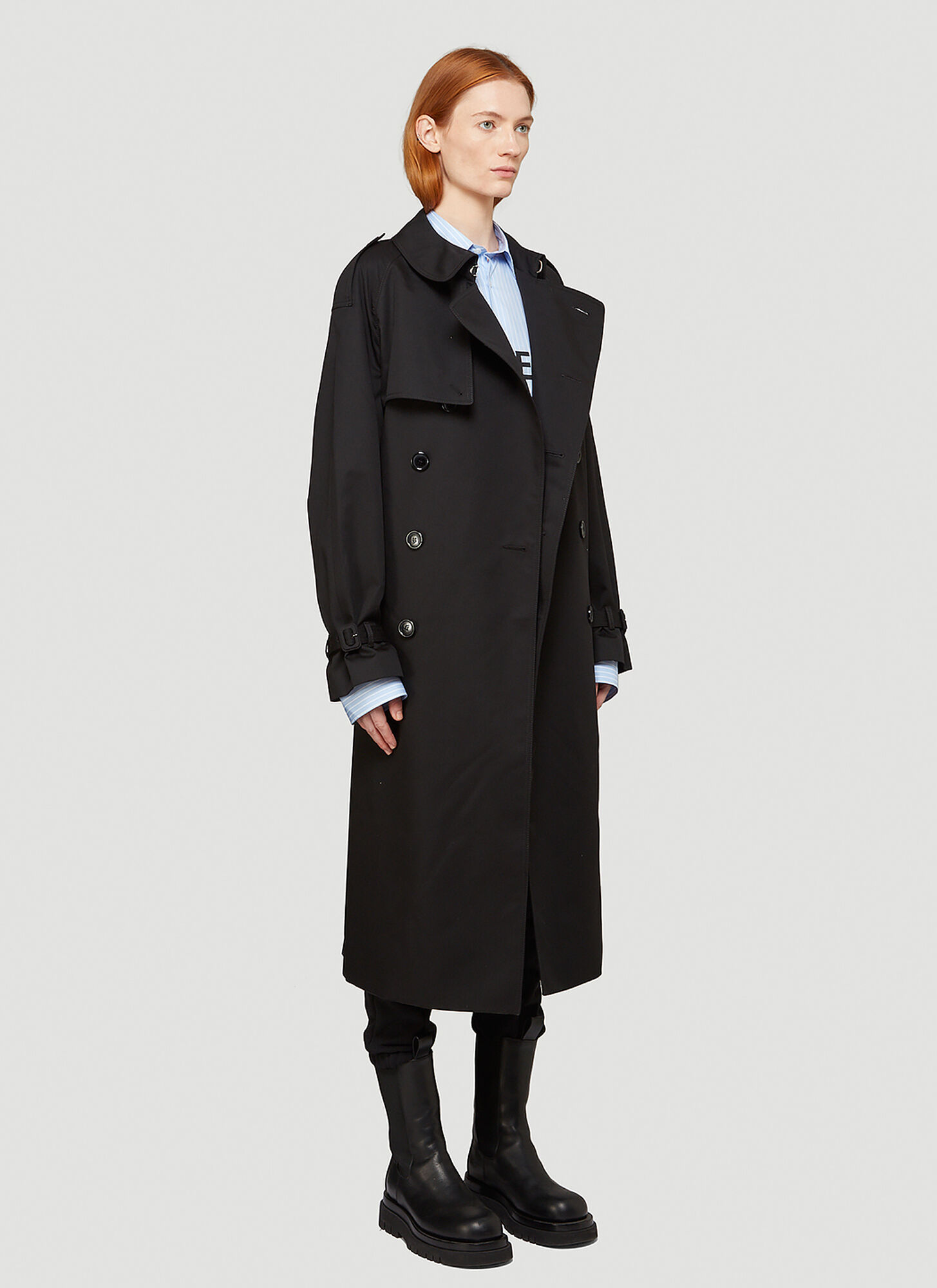 VETEMENTS Logo-Patch Trench Coat in Black | LN-CC female Black 65% Polyester, 35% Cotton. Dry clean.